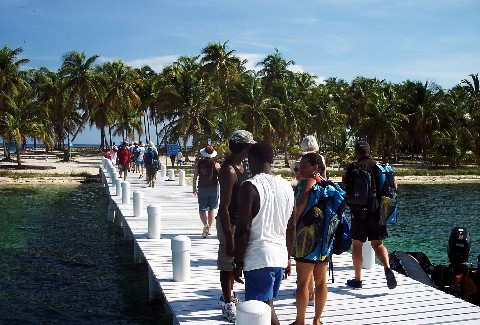 Photo of group getting off on the Half Moon Caye pier.